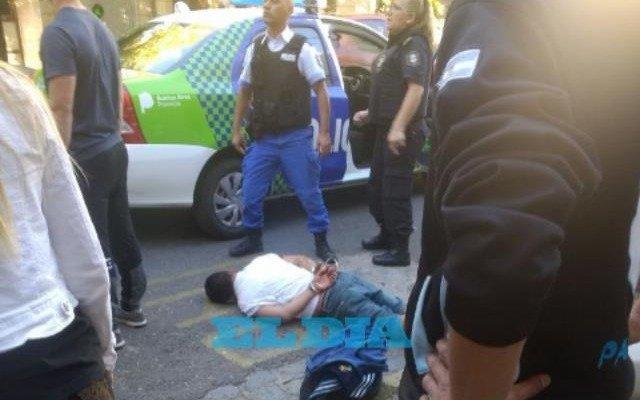 VIDEO: Vecinos capturaron y golpearon a un ladrón en la zona de la terminal
