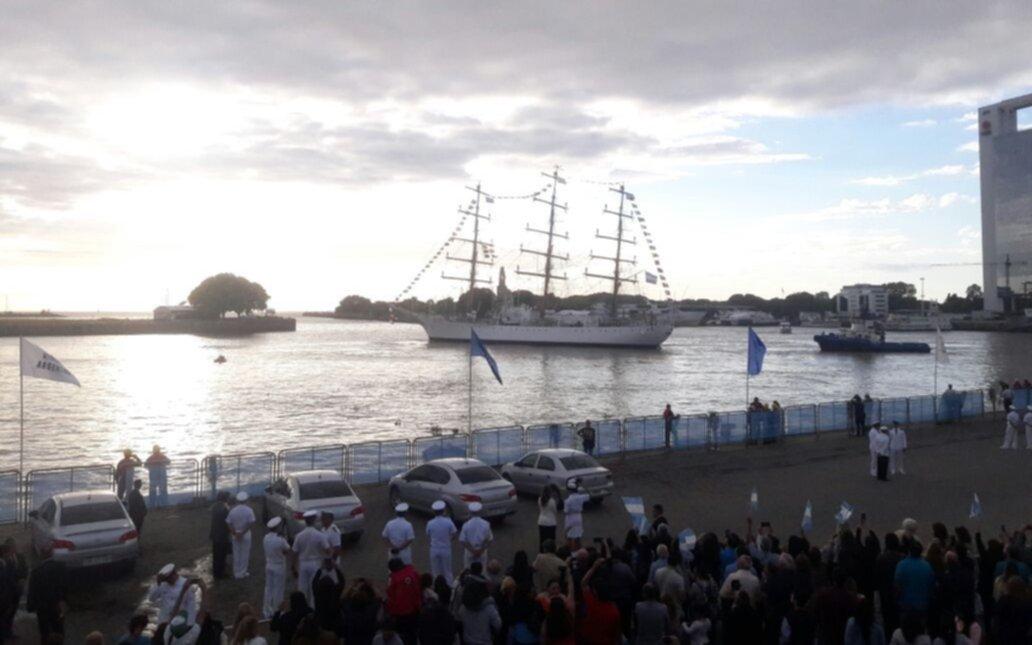 Zarpó la Fragata Libertad, que recorrerá 21 puertos de Latinoamérica
