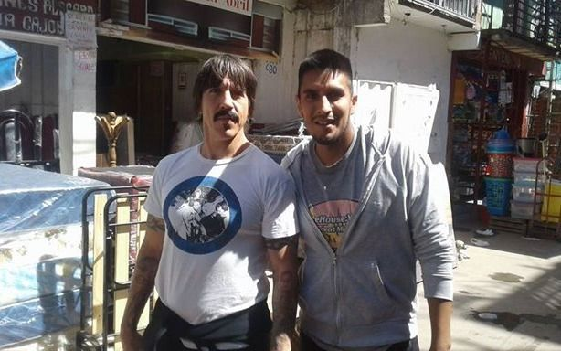 Alejandro Navarro sufrió traspié al hablar de Red Hot Chili Peppers