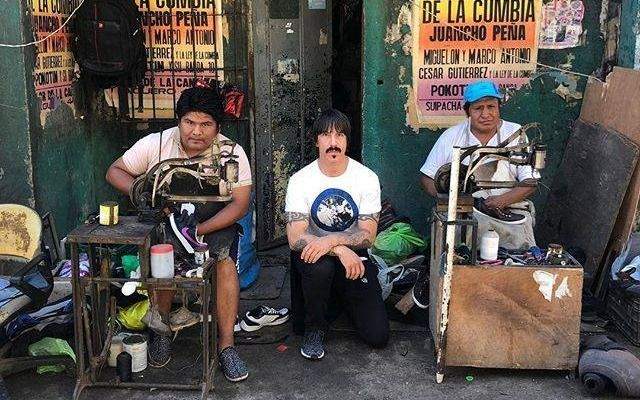 Alejandro Navarro sufrió traspié al hablar de Red Hot Chili Peppers