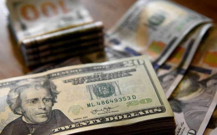 Dólar inicia la semana en 18.74 pesos en aeropuerto de la CDMX