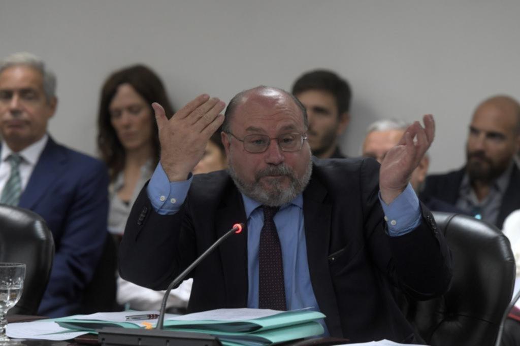 Carrió pide investigar el nexo entre el juez Farah y Cristóbal López