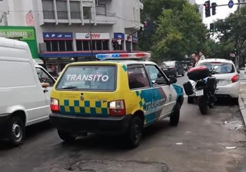 Filma a inspectores de tránsito en infracción