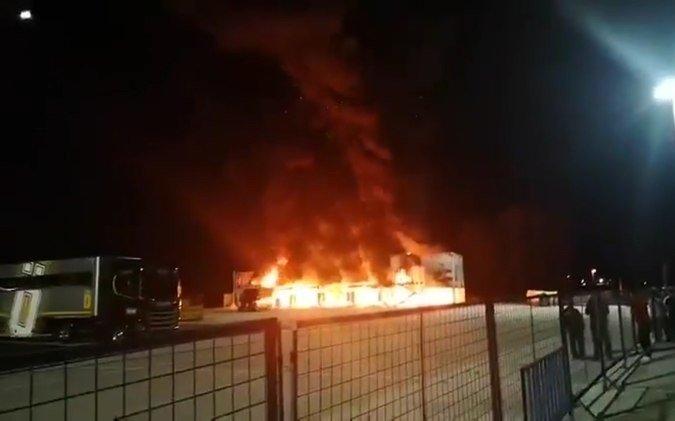 Impactante incendio de 23 motos puso en jaque una competencia
