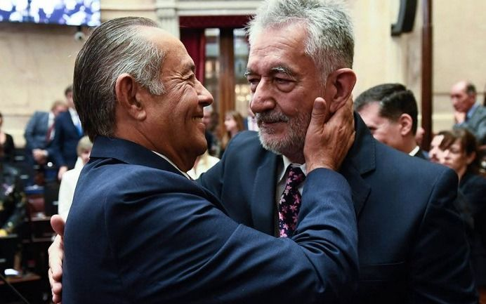 """Escuchá la """"guerra"""" de la cumbia que protagonizan los hermanos Rodríguez Saa"""