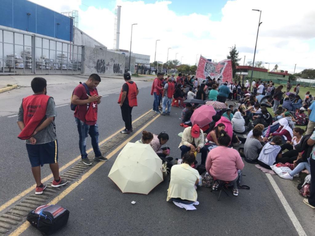 Protesta, corte y acampe de movimientos sociales en el Camino Belgrano