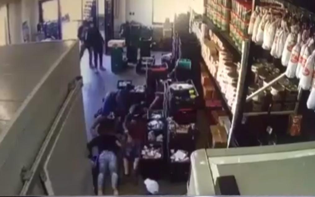 Asalto y pánico en una distribuidora de fiambres de Tolosa: hay dos detenidos