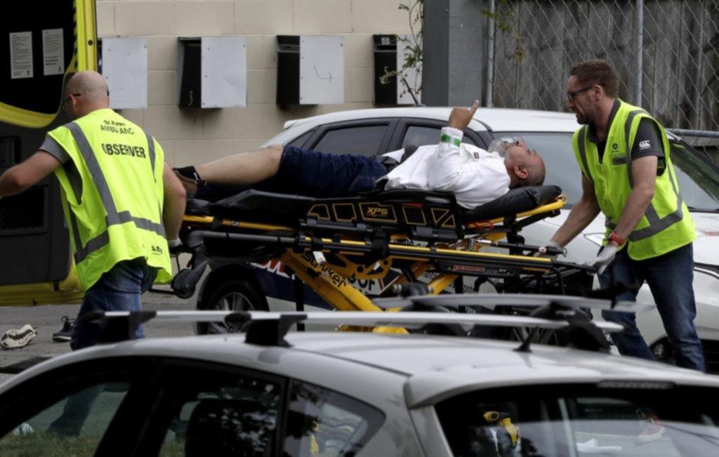 Acribillan a balazos a 49 fieles en mezquitas de Nueva Zelanda