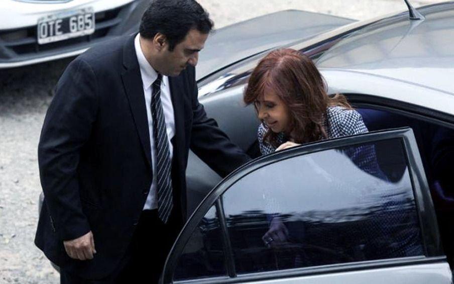 Tras una semana en Cuba, volvió Cristina y el viernes se presentará en Tribunales