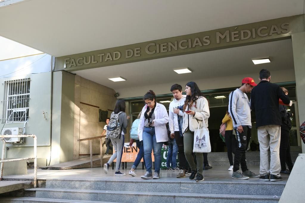 Se profundiza en Medicina el debate por el ingreso irrestricto