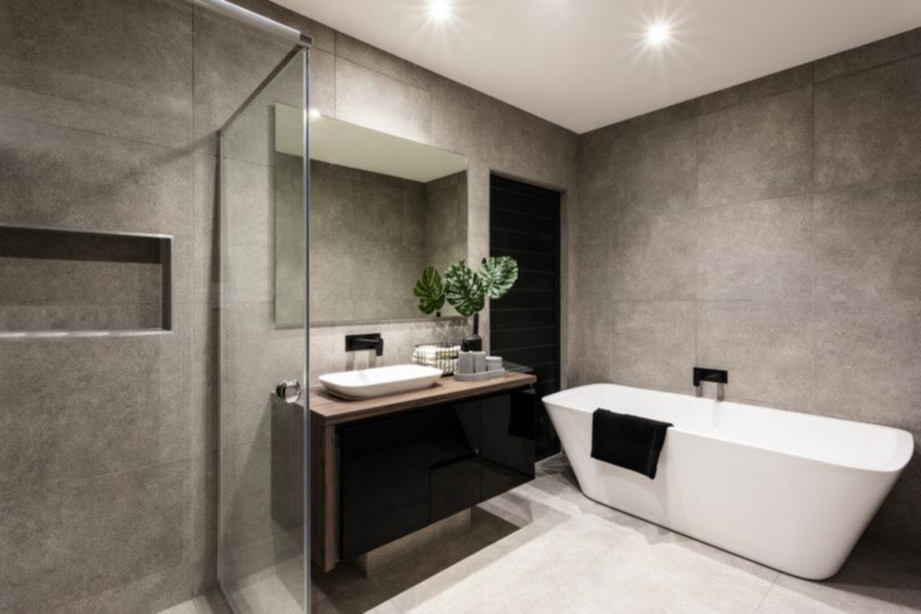 ¿Baño con porcelanato o microcemento?