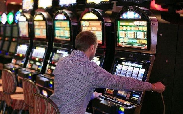 Adjudicaron la explotación de tragamonedas en casinos