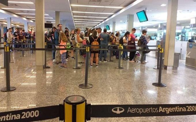 Suspenden transitoriamente la entrega de visas a países donde circula el coronavirus