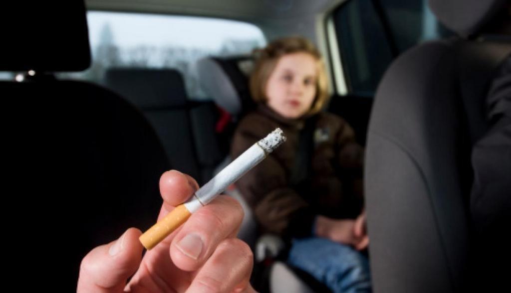 Los fumadores contaminan el ambiente aún cuando no están fumando
