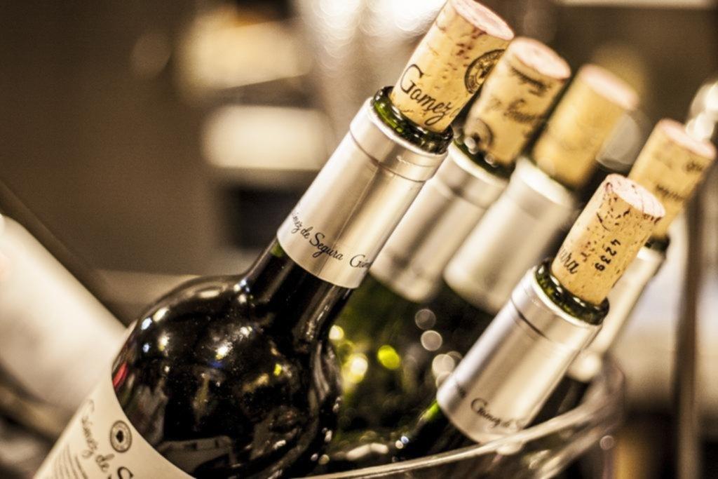 Tapa, tapita, tapón: corcho vs. rosca para el vino