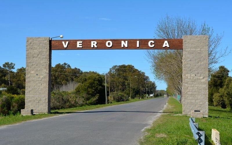 """La """"presentación turística"""" de vecinos de Verónica para evitar visitas : """"Es aburrida, te corre la llorona y te mordemos"""""""