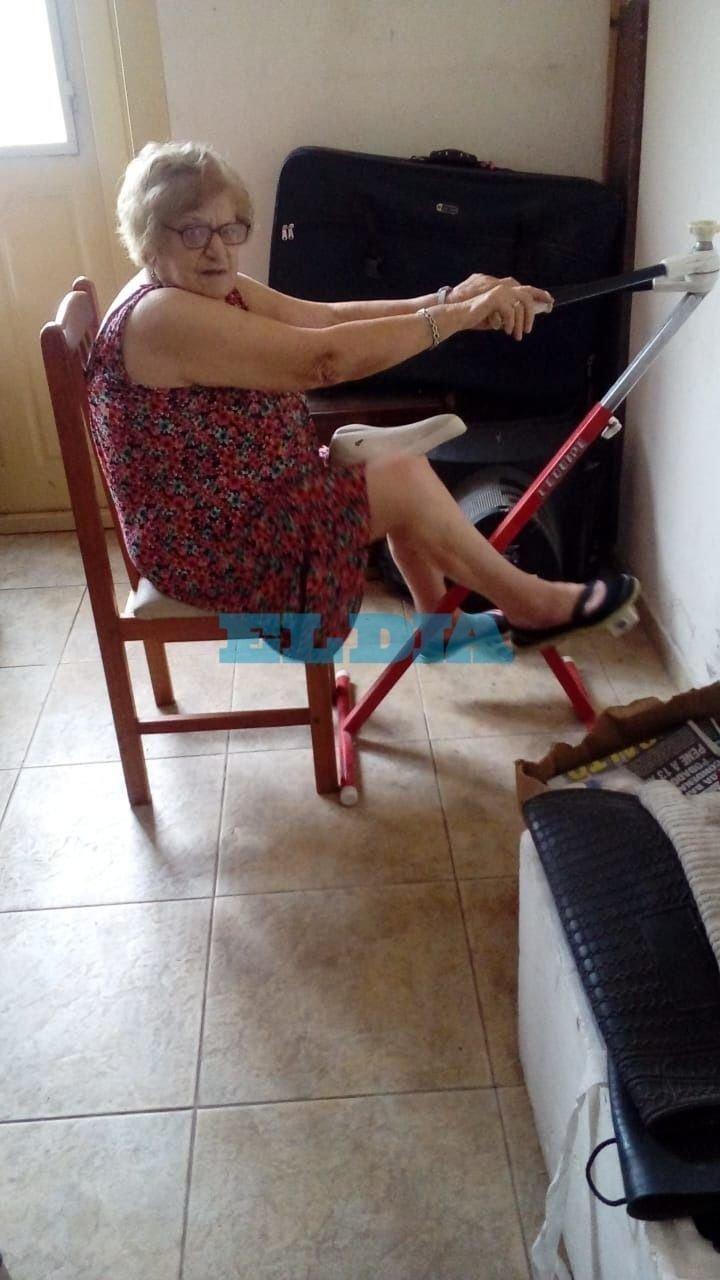 El ejemplo a seguir: se llama Mica, tiene 95 años y cumple su cuarentena a pura bicicleta