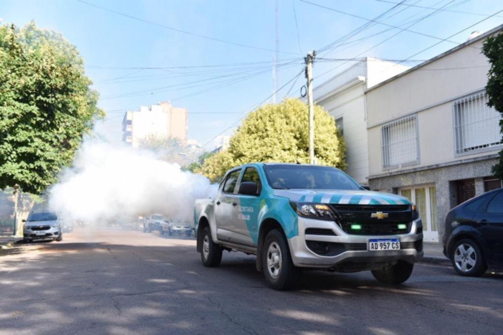 El dengue no para: se suman dos casos en La Plata y salen a reforzar las fumigaciones