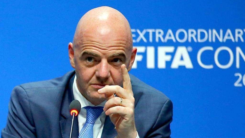 FIFA se metió en la puja e instó a los clubes y a los jugadores a rebajarse los salarios