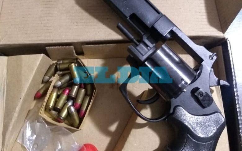 Incautan un arsenal a un hombre que amenazó a una vecina que le pidió que acatara la cuarentena