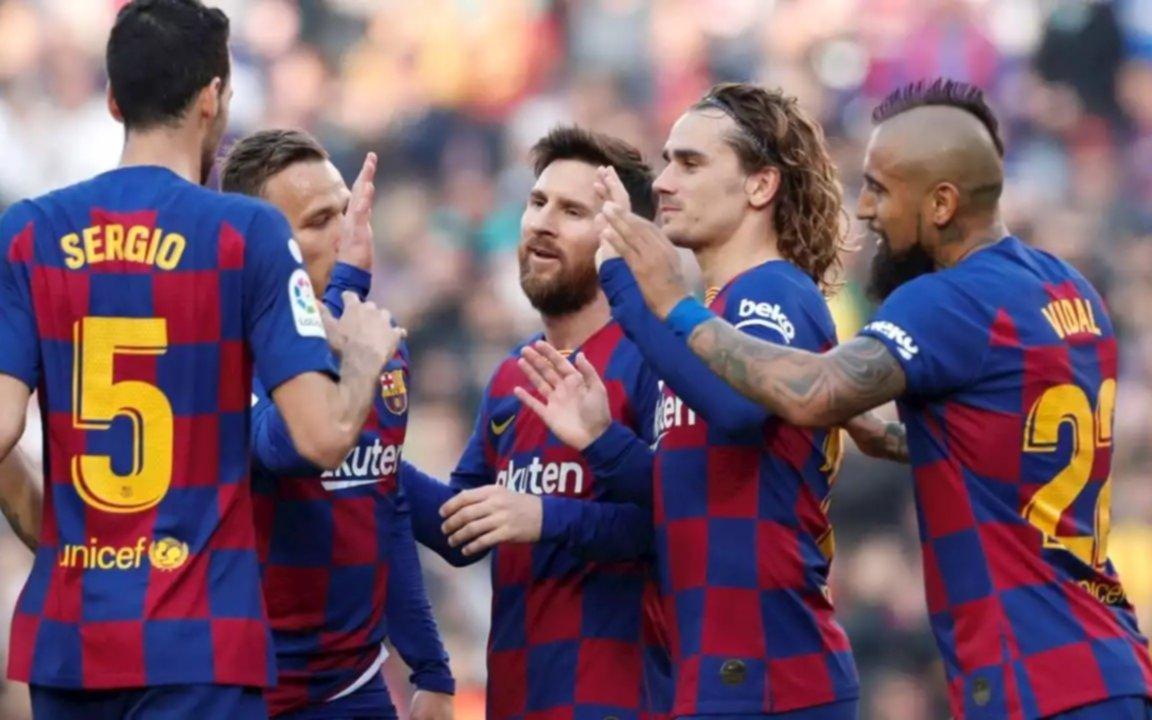 """Se armó en Barcelona: con Messi a la cabeza, jugadores aceptan bajar sueldos pero le """"pegan"""" duro a la dirigencia"""