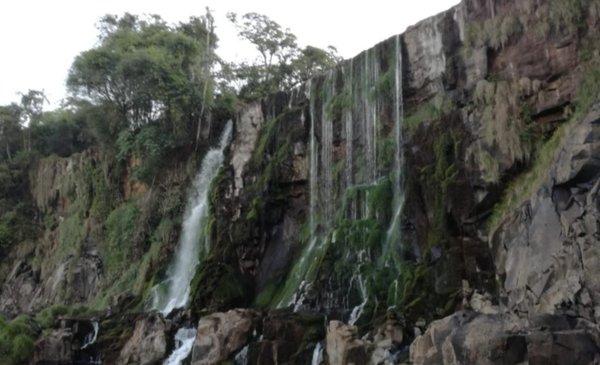 Impactante Postal De Las Cataratas Del Iguazú Su Caudal Marcó Una Bajante Histórica Información General