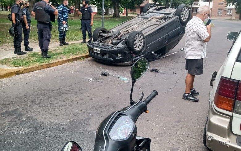 Tránsito mortal: un fallecido en Villa Elvira por choque frontal y vuelco en 25 y 60