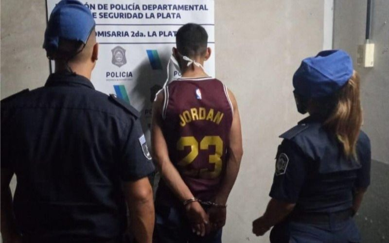 Un menor fue detenido tras robar en la casa de un peluquero de Barrio Norte
