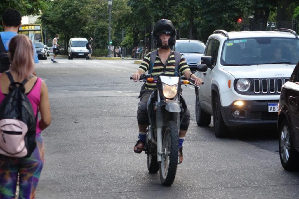 Motociclistas están que trinan por las subas en las patentes