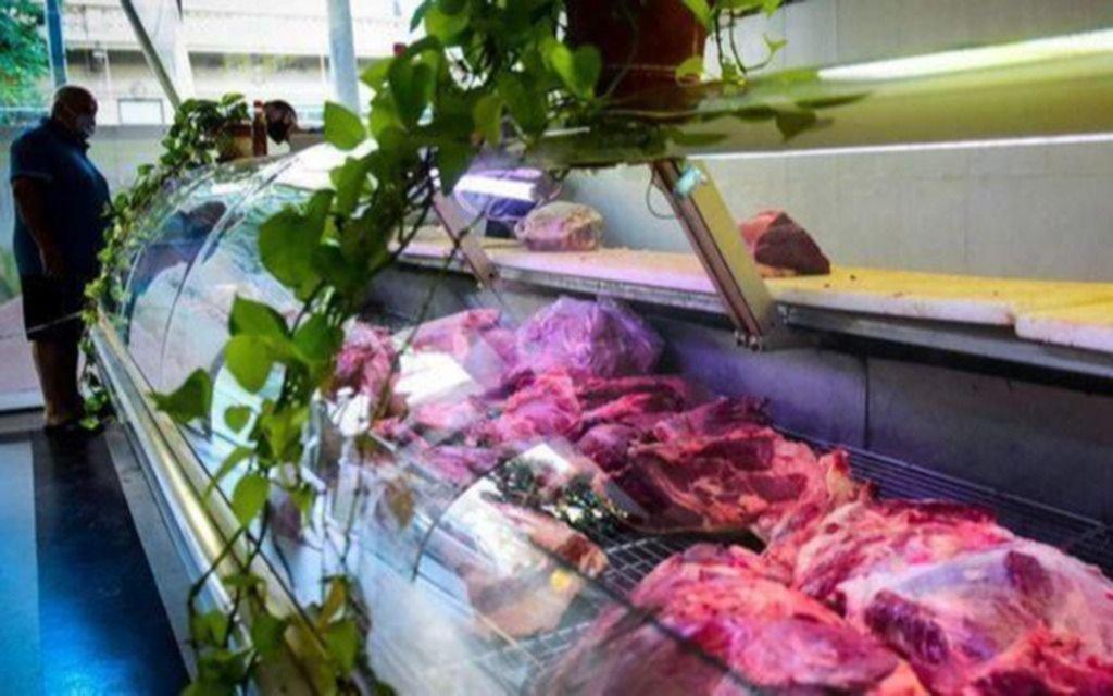 """En un año la carne subió 73% y advierten que no paran de """"retocar"""" las pizarras"""