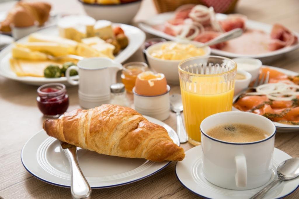 Mitos sobre la mesa: ¿Hay una hora ideal para comer?