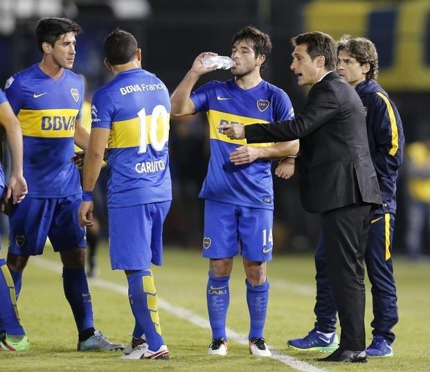 Las dos caras de la victoria: Guillermo feliz con el triunfo pero furioso con el árbitro