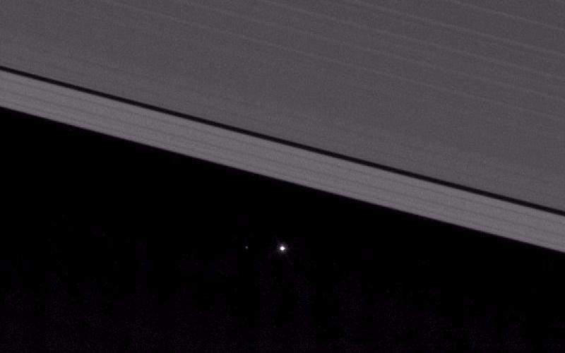 Revelan foto de la Tierra vista desde los anillos de Saturno