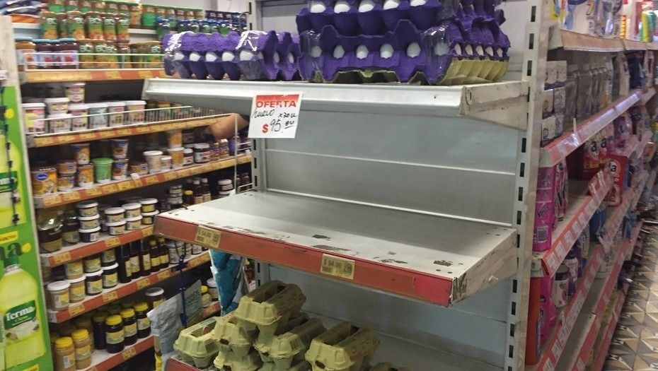Faltan huevos en los supermercados y su precio aumentó un 60%