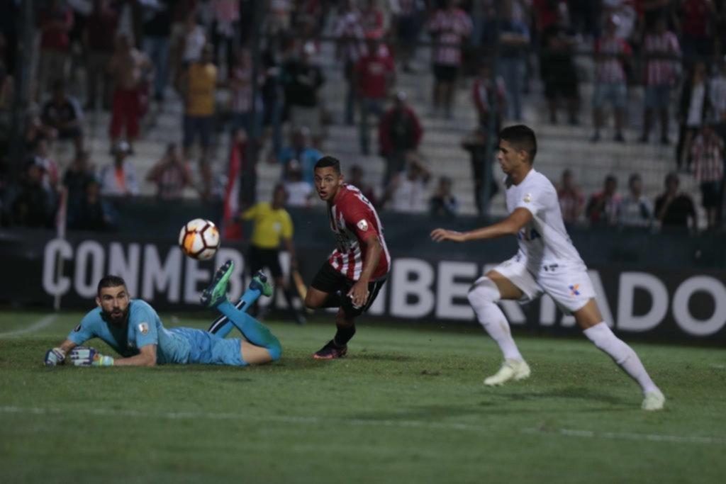 Estudiantes tuvo una noche para el demonio y perdió contra Santos