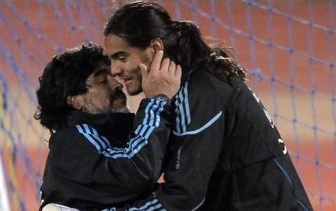 Armani no es un gran arquero — Diego Maradona