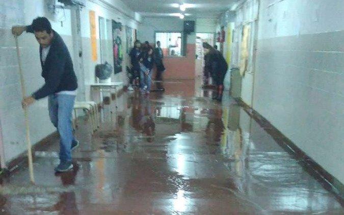 22 personas fueron evacuadas por un fuerte temporal — Mar del Plata