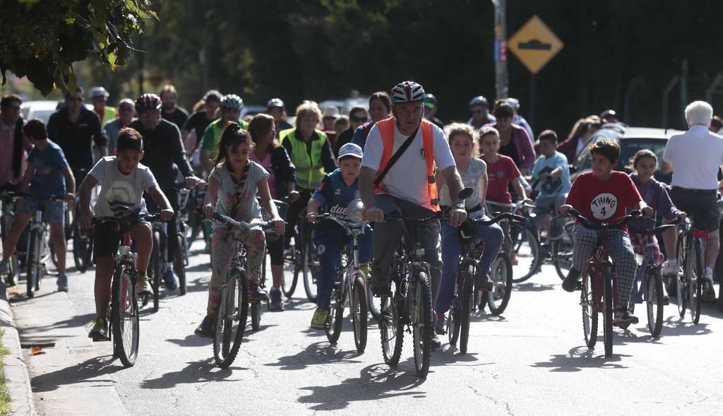 En City Bell salieron a pedalear para humanizar el tránsito