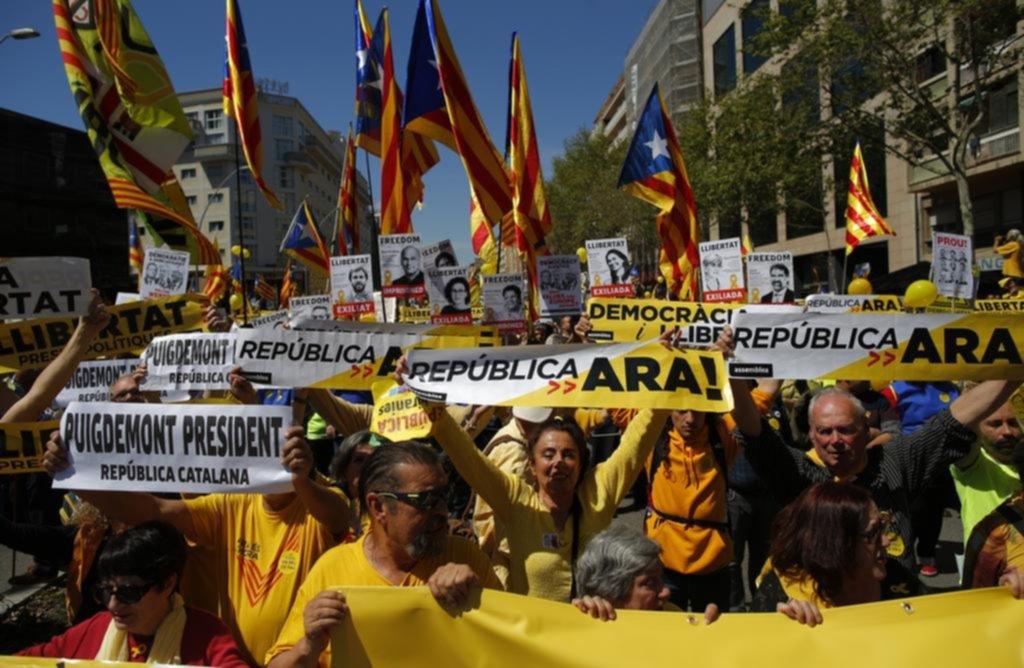En Barcelona, una multitud reclamó la libertad de dirigentes separatistas