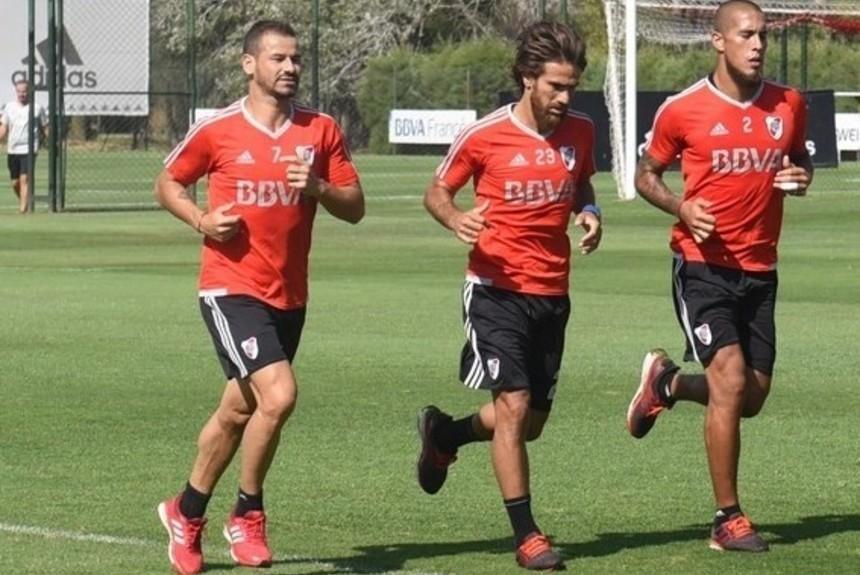 Gallardo incluyó en la práctica de fútbol a Mora, Ponzio y Maidana