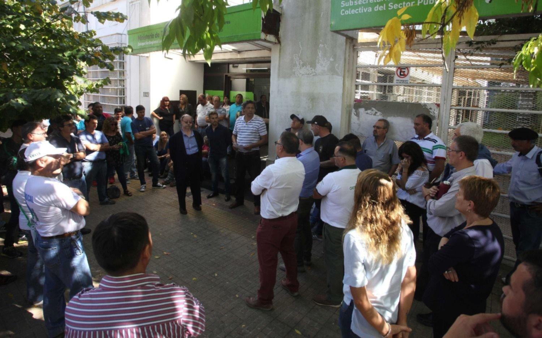 Asamblea en el ministerio de Trabajo: denuncian cierre de dependencias