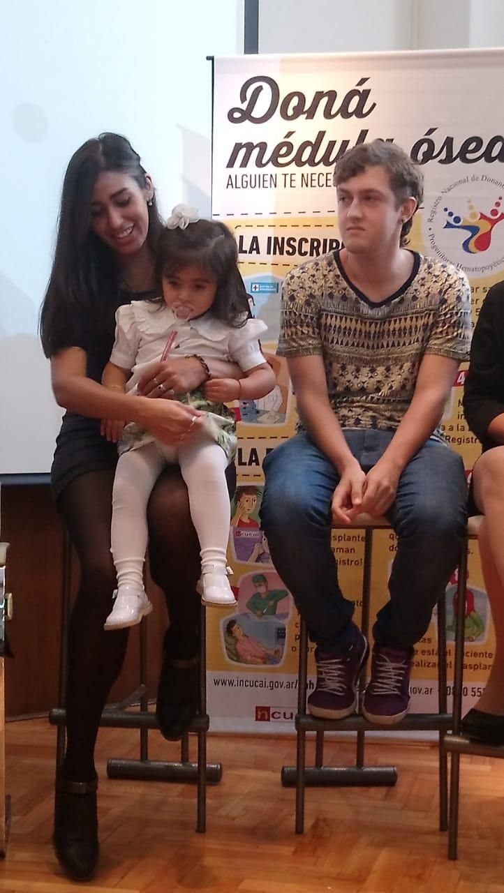 Agustina y Emilio: enfrentados por la camiseta, unidos por un acto de solidaridad