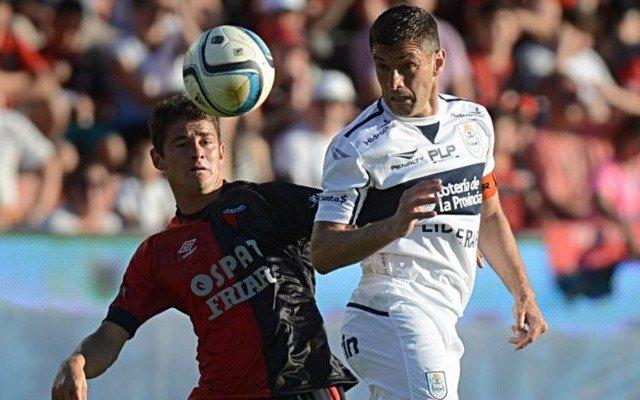 Gimnasia se aprovechó de Colón y terminó la Superliga con una sonrisa