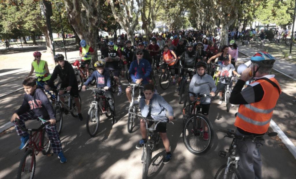 City Bell salió a la calle en bicicleta para disminuir el uso del auto en la Región