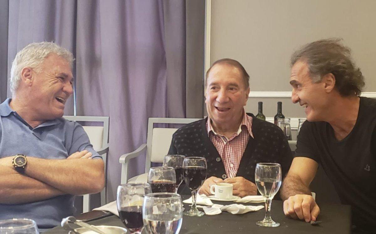 Una visita especial: el reencuentro de los campeones del '86 con Bilardo