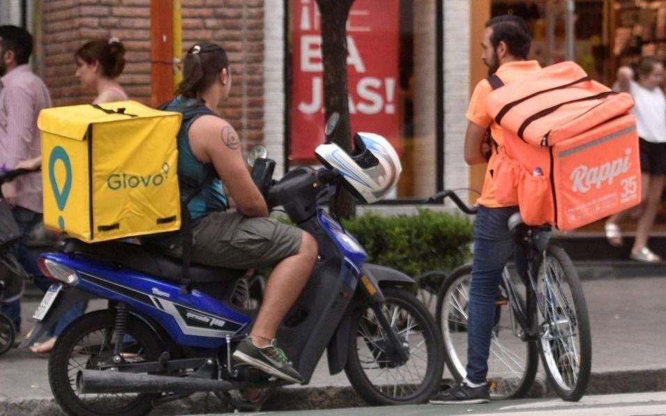 Tras la prohibición en Capital, en La Plata ajustarán normas para los repartidores en bici