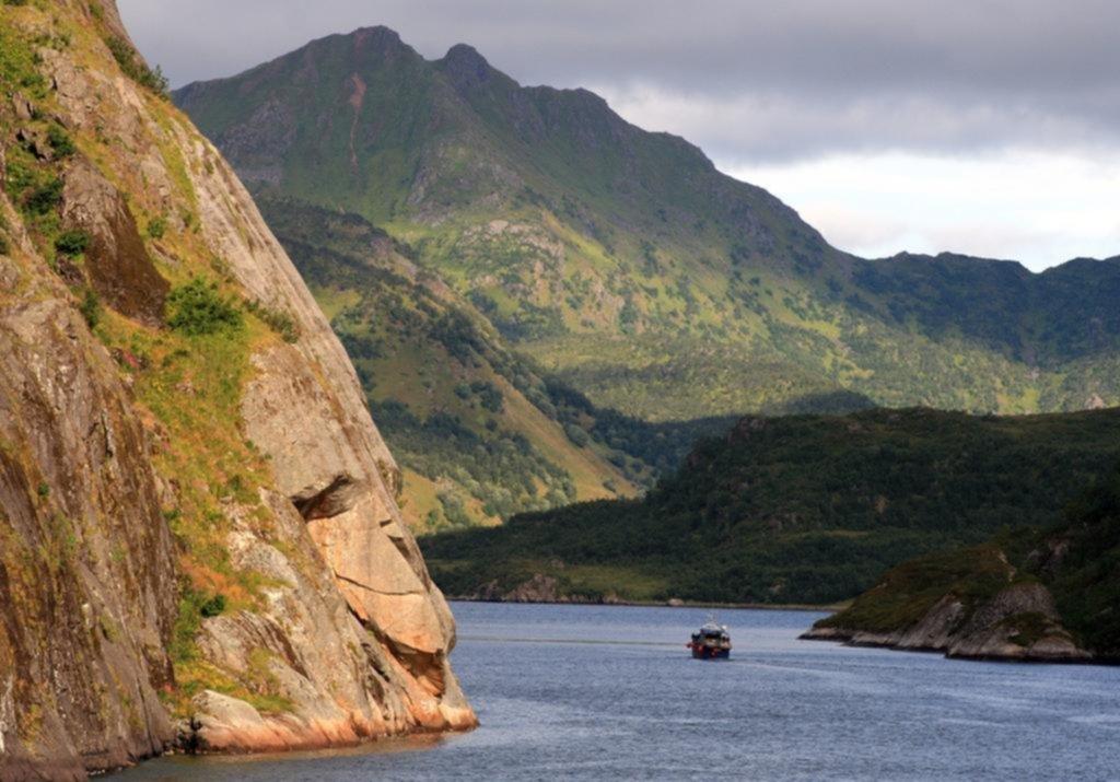 El Mar de Noruega, entre la magia de las ballenas y la pasión por el senderismo en los Alpes