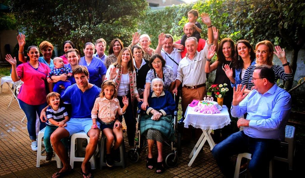 Con Ernestina crece el club de los abuelos centenarios en la Ciudad