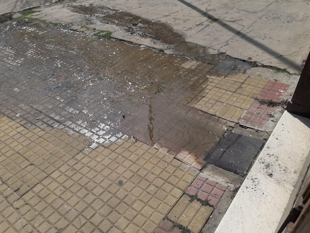 Quejas por desborde cloacal en barrio Hipódromo