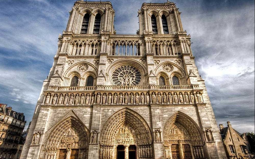 LO ÚLTIMO: Un incendio ocurre en Notre Dame de París